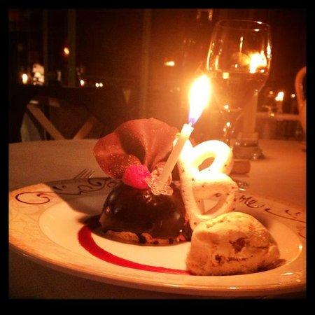 Chez Bruno: dôme au chocolat coeur de framboise et croustillant praliné