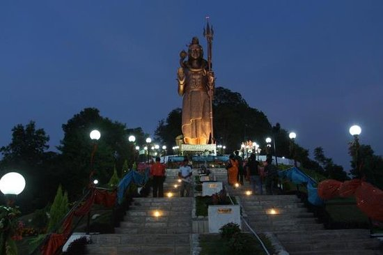 Hilltake Wellness Resort and Spa: Hotel Exterior - Shiva Statue