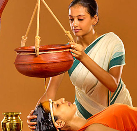 Hilltake Health Spa & Resort: Ayurvedic Massage - Shirodhara