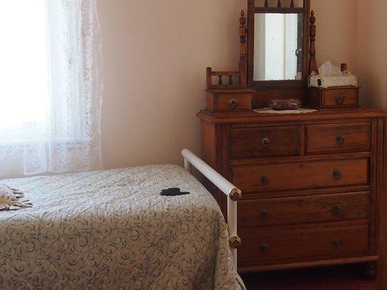 Mickey Bourke's Koroit Hotel: Family room