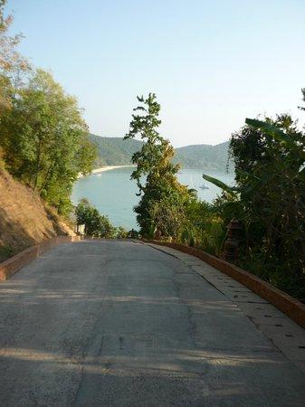 Santhiya Koh Yao Yai Resort & Spa : Weg abwärts