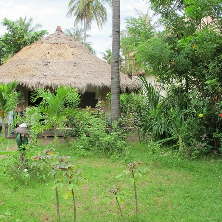 Tangga Bungalows: Kitchen and home of hosting family