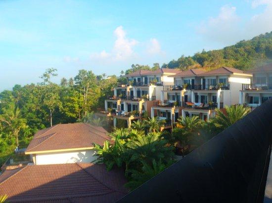 Mantra Samui Resort: Vue depuis le restaurant sur l'hôtel