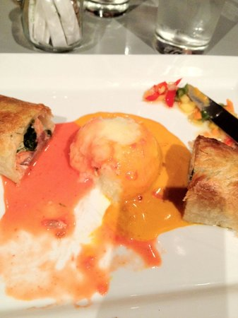The Cradle Bistro : Lumpy mash drowned in radioactive coloured sauces - tasteless & visually unappetising!