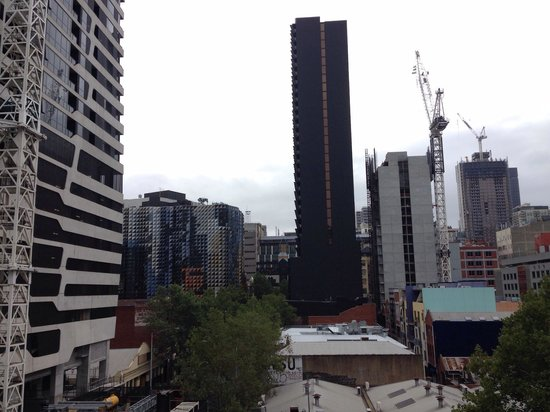 City Edge on Elizabeth Apartment Hotel: Balcony views