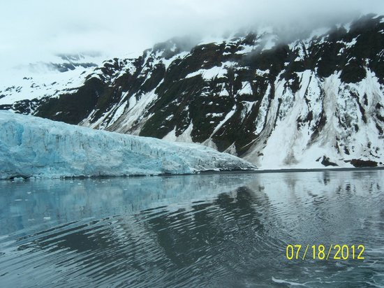 26 Glacier Cruise by Phillips Cruises and Tours: 26 Glacier Tour the date on the picture is incorrect this was taken in June 2013