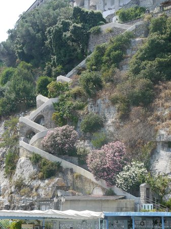 Ristorante Bagni Delfino: Cascade stairs down to the restaurant