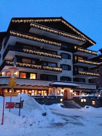 Hotel Alpina: front of the hotel