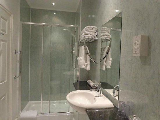 Crossgates, UK: Shower