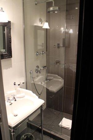 Hotel les Dames du Panthéon : Bathroom