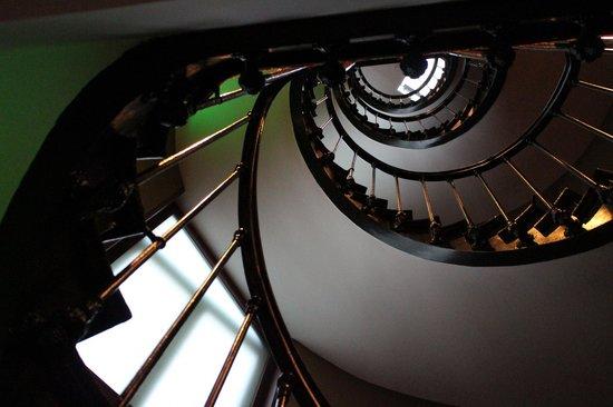 Hotel les Dames du Panthéon : Nice staircase
