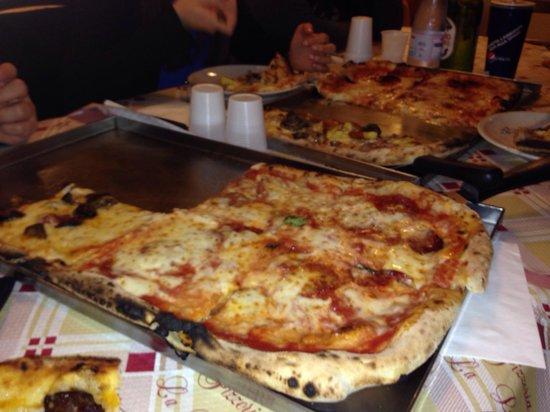La Loggetta 3 : La pizza a metro della Loggetta