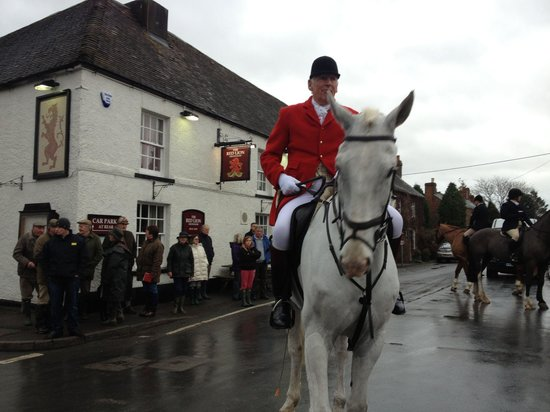 The Red Lion: Berkeley hunt