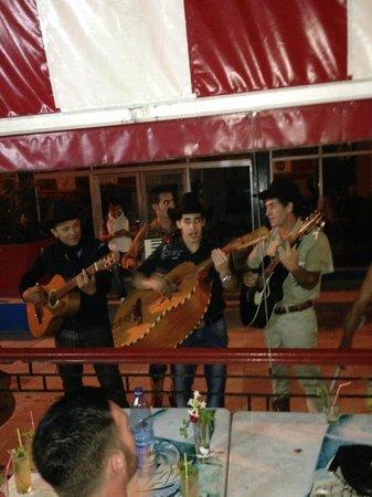 Casa de la Trova: the outside cafe at night