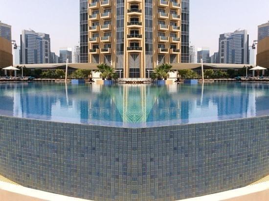 Address Dubai Marina: pool area