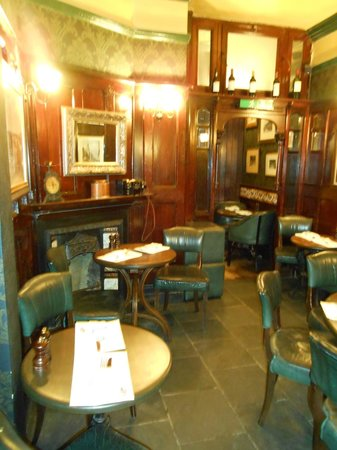 Fox & Anchor : One of the rooms