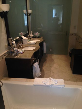 Scrub Island Resort, Spa & Marina, Autograph Collection: Bathroom in the standard room