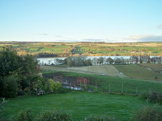 Ridgeway Bed and Breakfast : View from bungalow showing Loch Marlee