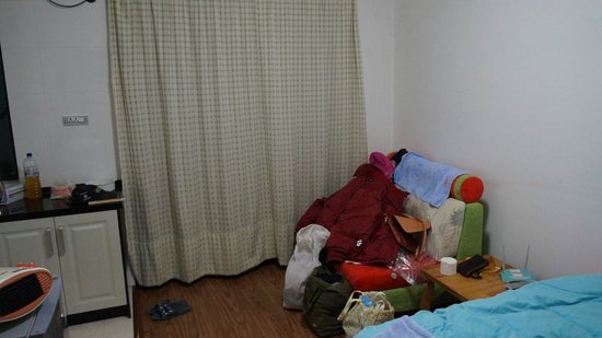 Qiongjia Family Apartment: 2 seater sofa