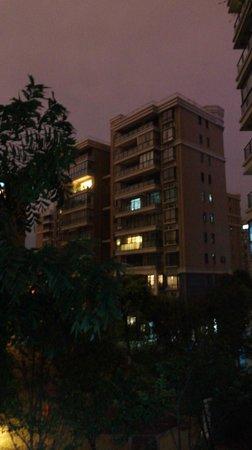 Qiongjia Family Apartment: balcony