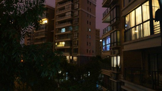 Qiongjia Family Apartment : night view outside