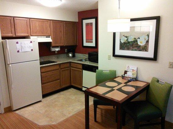 Residence Inn Jacksonville Butler Boulevard: Kitchen