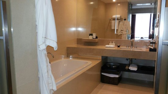 VIE Hotel Bangkok, MGallery by Sofitel: The bathroom is huge and nice and they clean and change your towels 2 times a day.