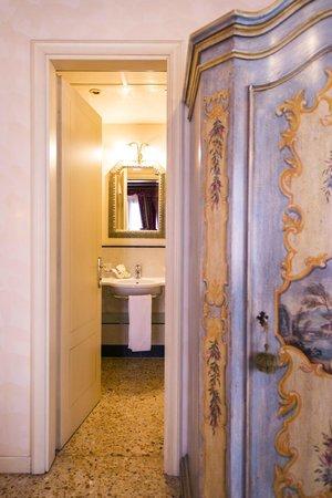 Hotel Tiziano : Bathroom