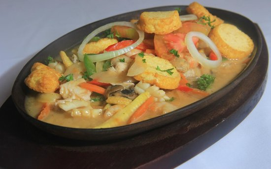 Balboni restaurant : a chinese dishes with tofu and mixed vegetables