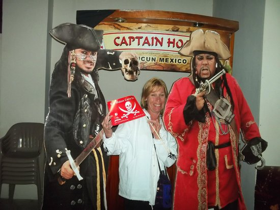 Captain Hook Barco Pirata Pirate Ship: Deb with the paper cutouts.  Have known the one on the right for about 16 years!