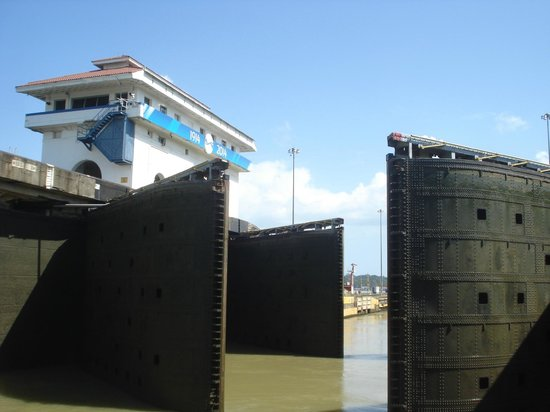 Panama Travel Unlimited - Day Tours: Lock Gates Panama Canal