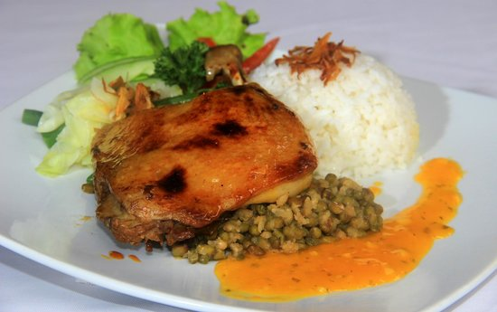 Balboni restaurant : a roasted duck marinated with indonesian spices,with orange sauce