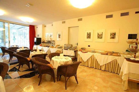 Hotel fenice milano marittima italien omd men och for Hotel fenice milano