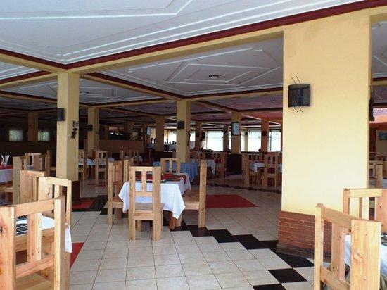 Bunyonyi Safaris Resort : Massive Dining Space for 3 people!