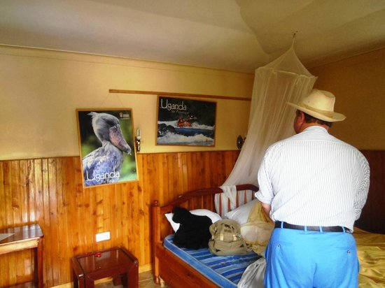 Bunyonyi Safaris Resort: Inside our cottage - pictures slammed against the walls!!