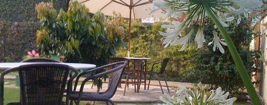 Pousada HospedaBia: Jardim