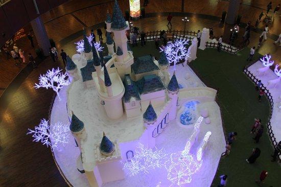 The Dubai Mall : Christmas Castle