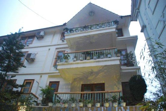 Sunny Mountain Hotel: ด้านหน้าโรงเเรม