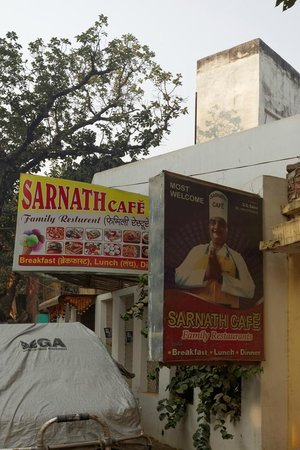 Saini Guest House: Entrance cafe and guesthouse