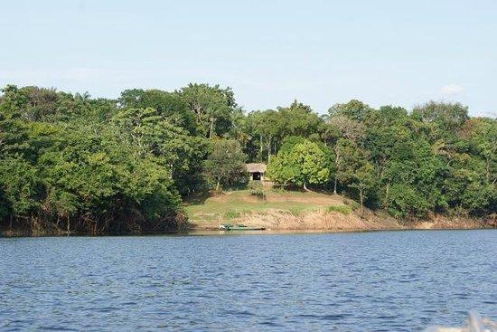 Dolphin Lodge: вид на лодж