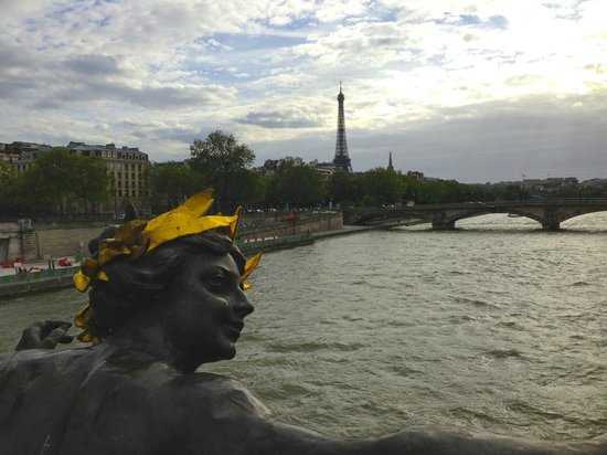 Hostellerie du Marais: Pont Alexandre III