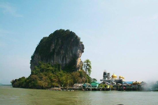 Phuket Sail Tours: flag village