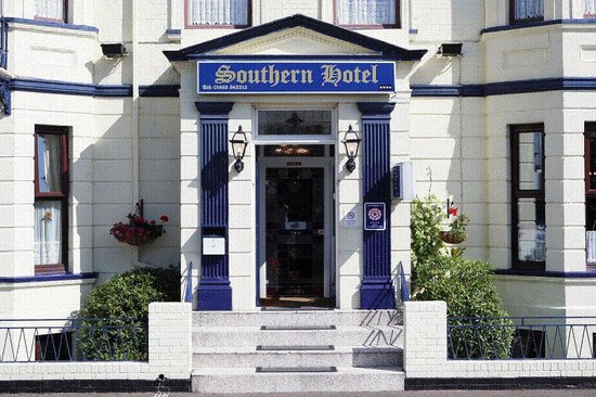 Southern Hotel: Hotel front and steps