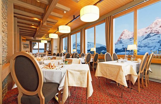Hotel Eiger Restaurant: Moutain view from Eiger Saal with alpine glow