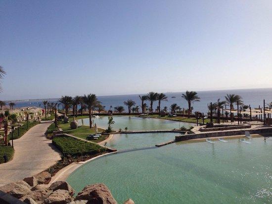Le Meridien Dahab Resort: Вид на бассейны