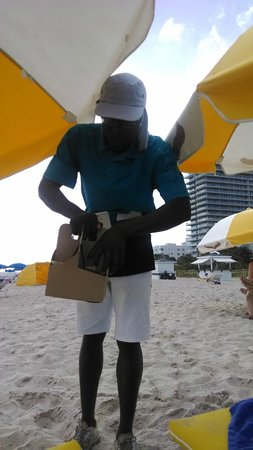 Cadillac Hotel & Beach Club, Autograph Collection : Here's to you beach drink delivery guy!