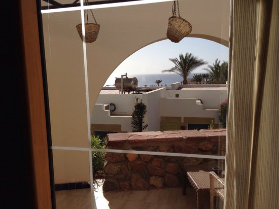 Le Meridien Dahab Resort: Частичный вид на море из комнаты