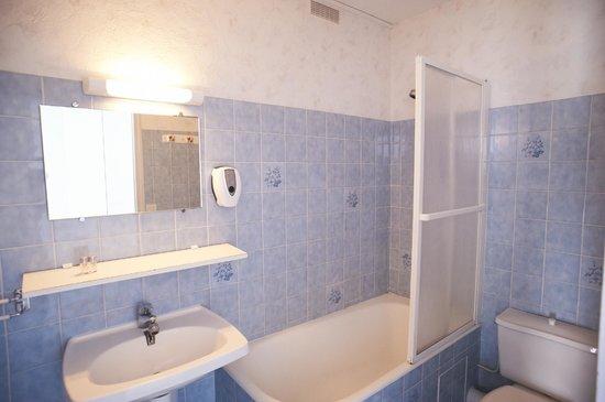 Hotel Restaurant des Sablons : Salle de bain