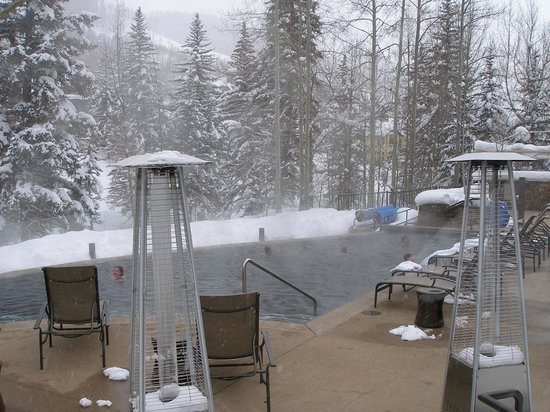 Vail Cascade Resort & Spa: Pool and hot tub
