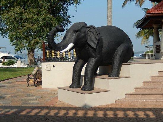 Taj Malabar Resort & Spa Cochin: entrée de l'hotel